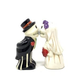 Kissing Day of the Dead Salt & Pepper Shakers